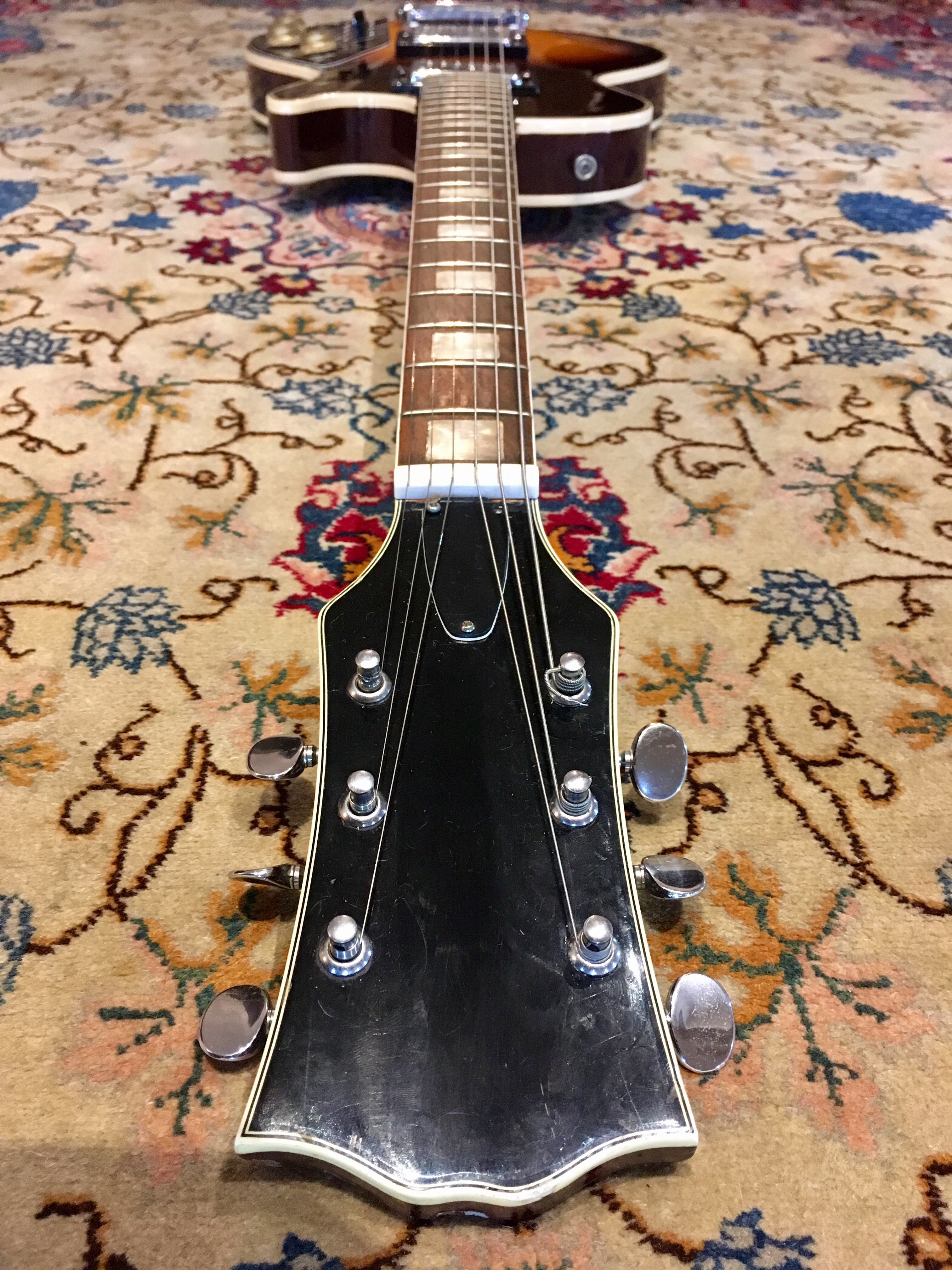 Review Vintage Music Gear Demos And Reviews Sears Silver Tone Guitar On Schematic Of Electric Tremolo The Kay Univox Effector Is An Interesting Rare Piece History But Its Not Difficult To Understand Why Built In Effect Technology Didnt